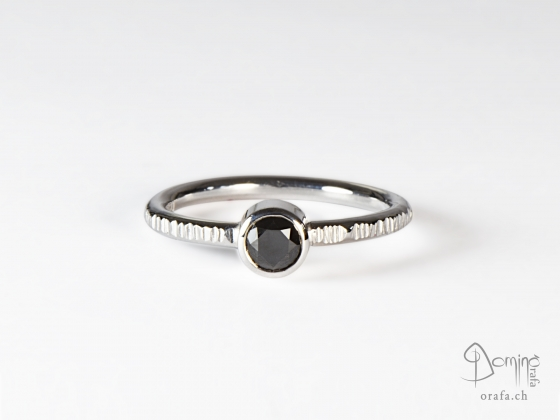 anello-linee-diamante-nero0,46ct