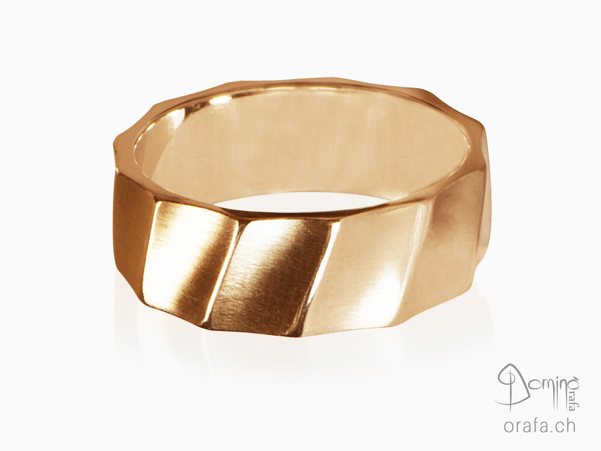 Satin Conche ring