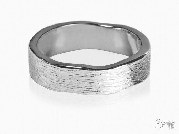 anelli-linee-verticali-bordi-irregolari-oro-bianco