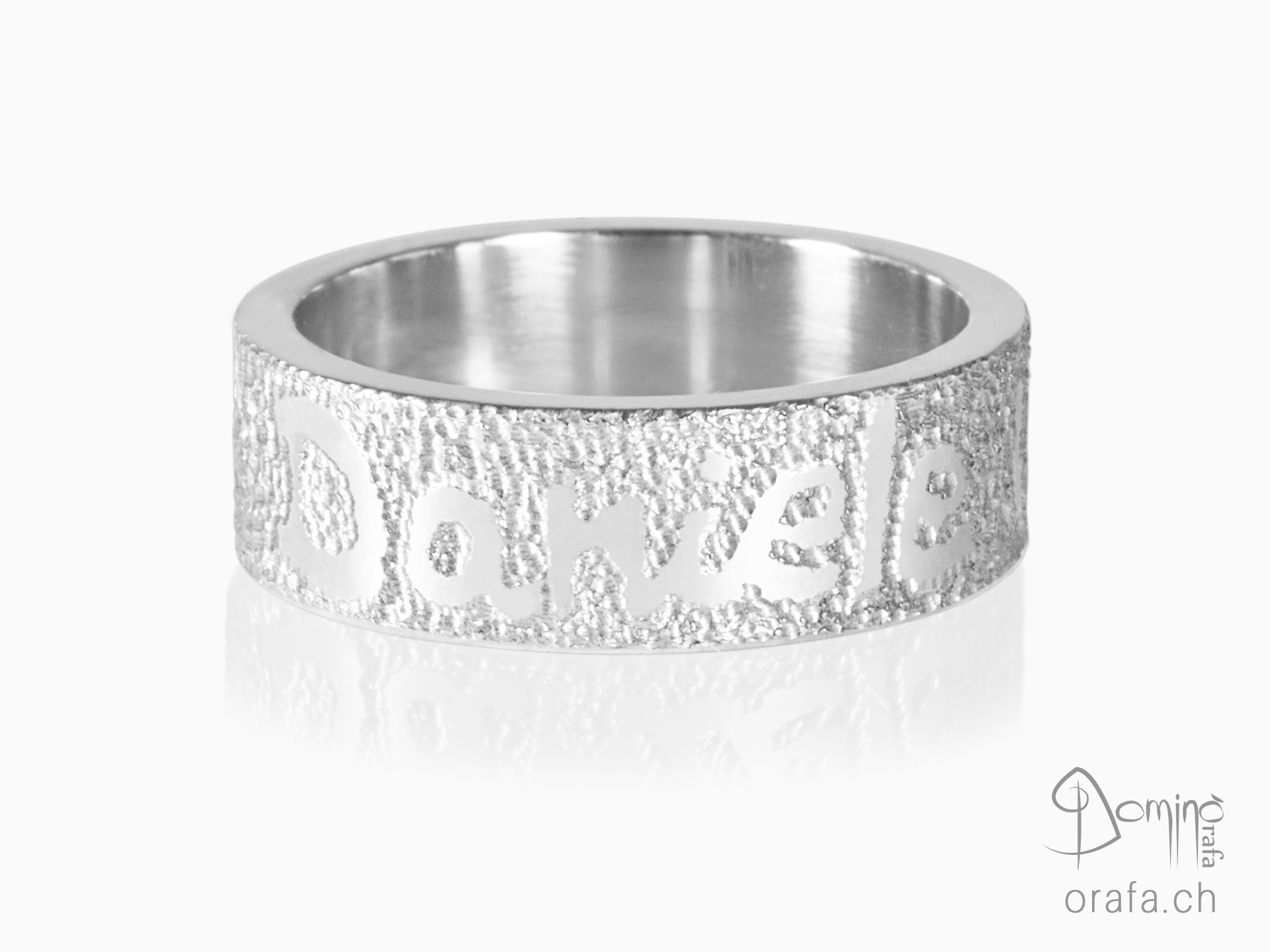 Sabbia rings with name and date