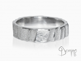 anelli-scalini-irregolari-sabbiati-impronte-oro-bianco