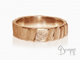 anelli-scalini-irregolari-sabbiati-impronte-oro-rosso