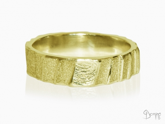 anelli-scalini-irregolari-sabbiati-impronte-oro-giallo