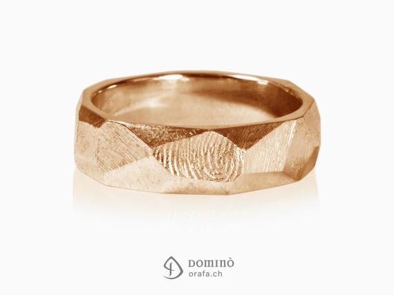 anelli-sfaccettati-finitura-grezza-impronte-oro-rosso