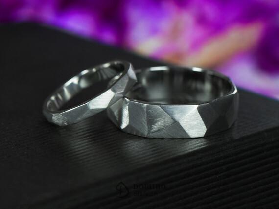 anelli-sfaccettati-satinati-oro-bianco