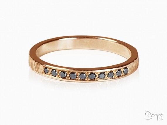 anello-10-diamanti-neri-oro-rosso