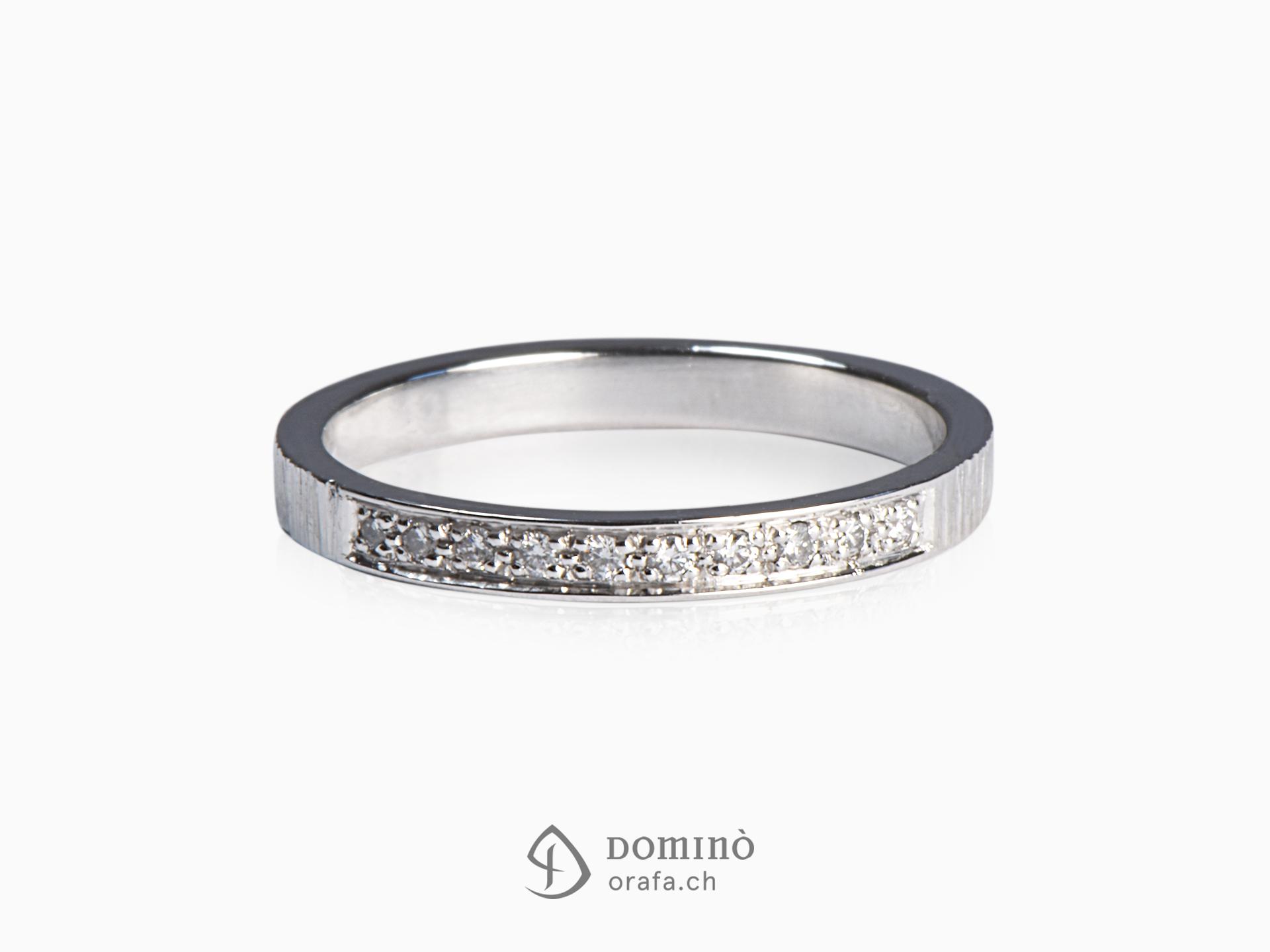 Anello con 10 diamanti