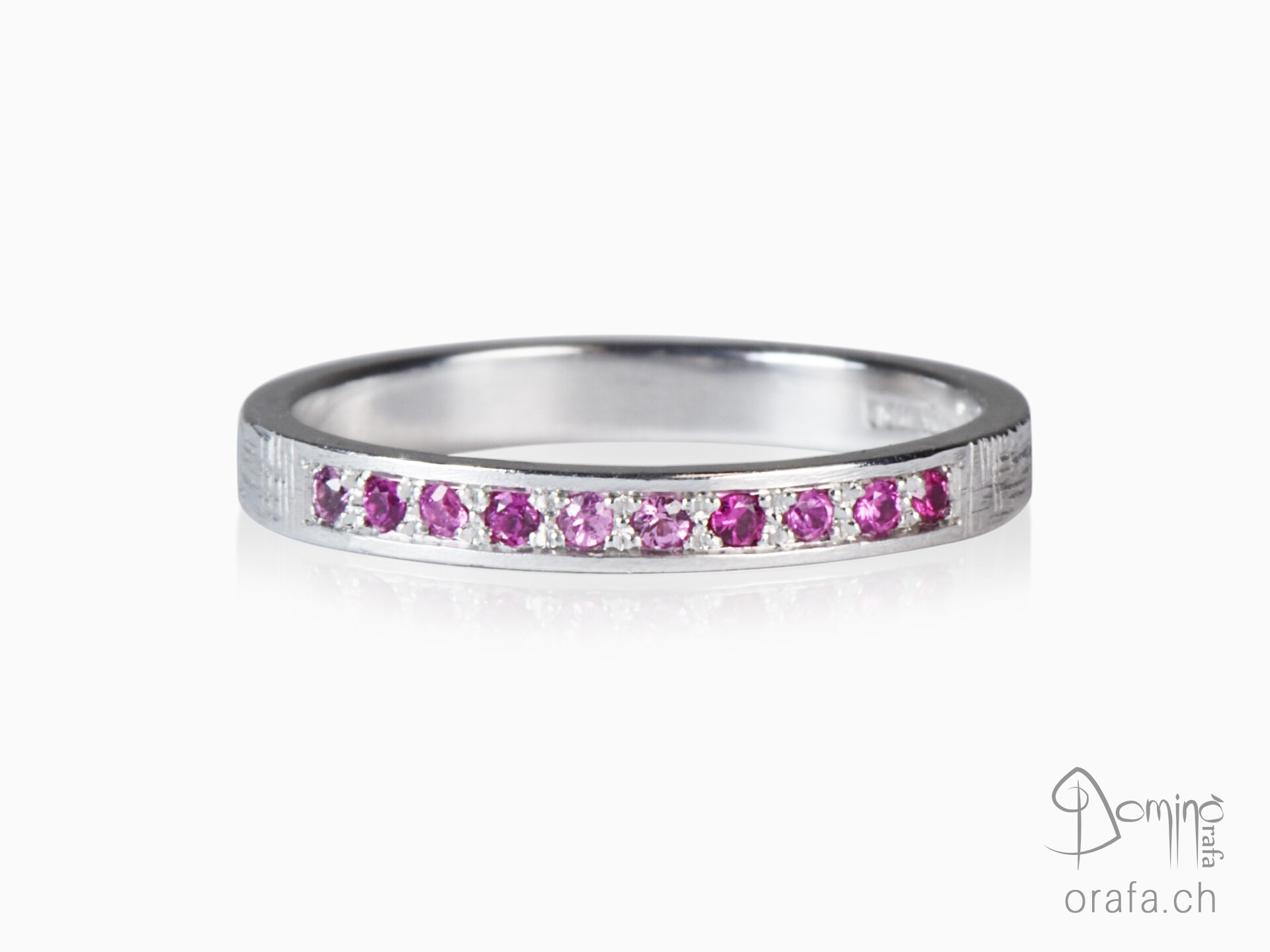 Ring with 10 pink sapphires