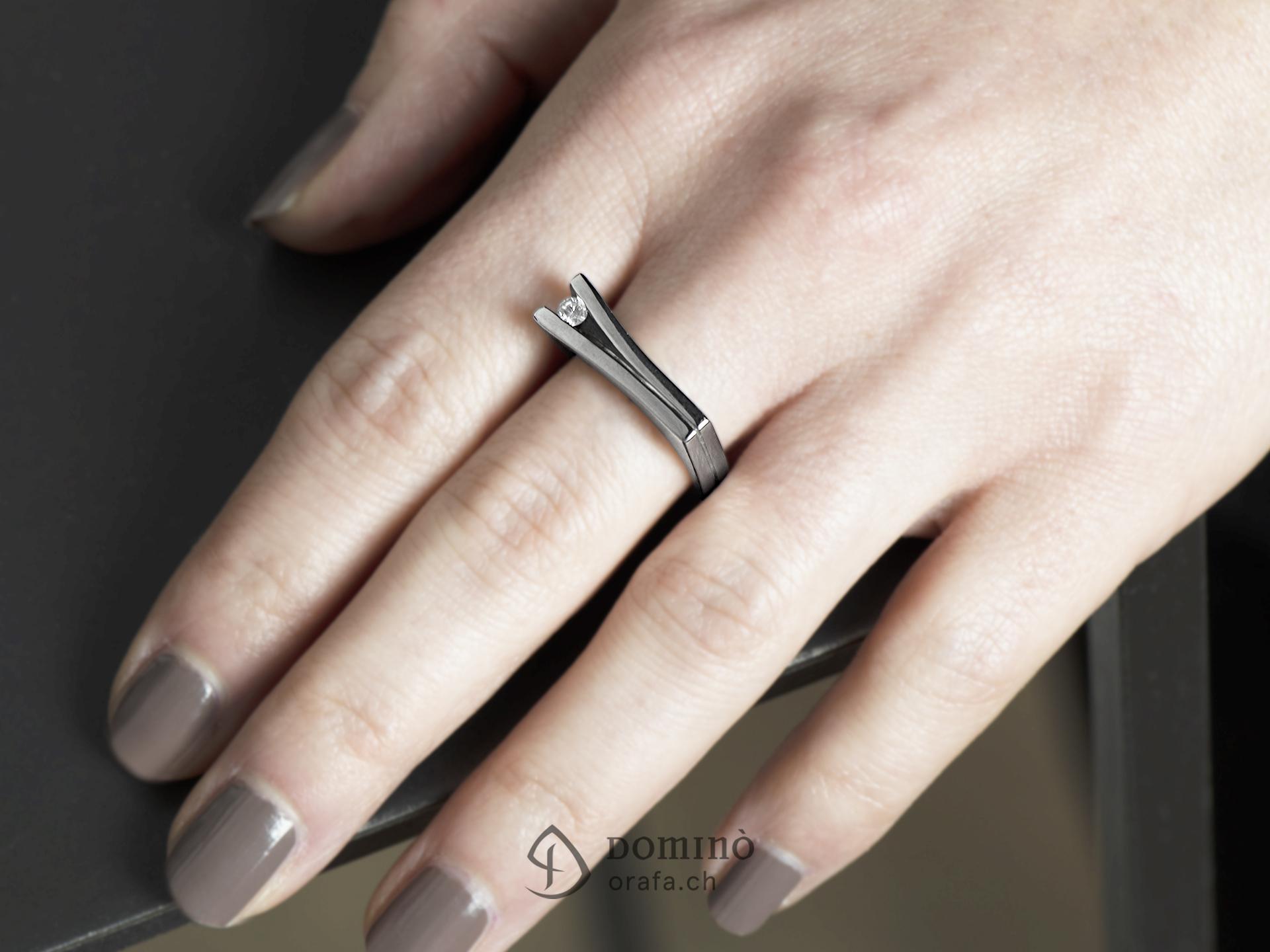 Anello con diamante 1
