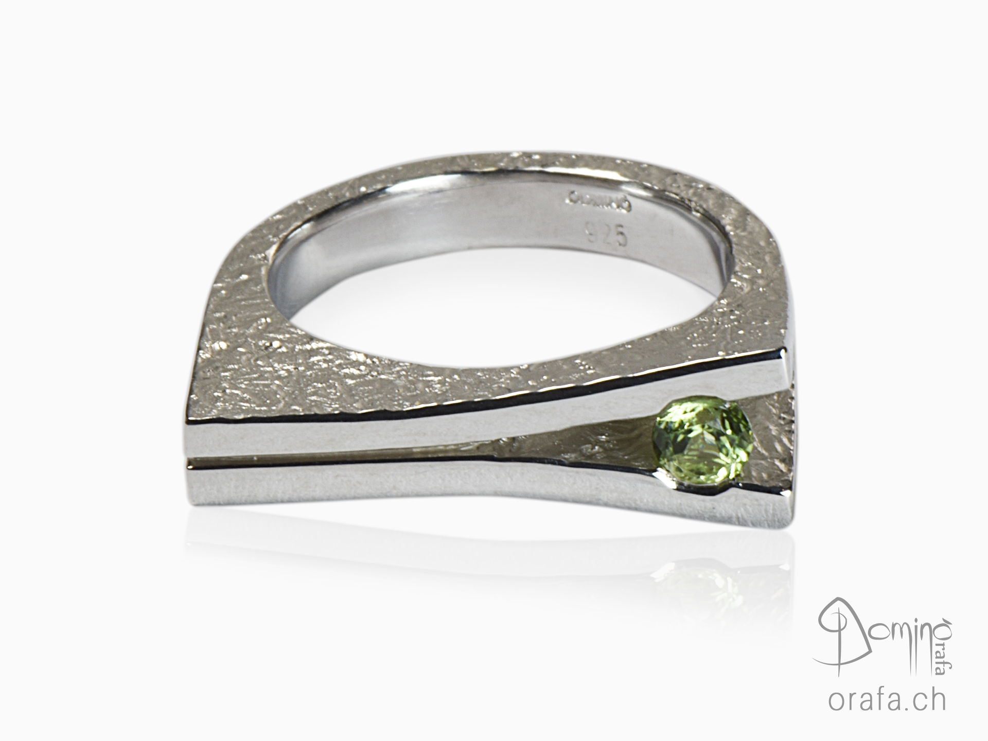 Ring with peridot