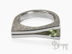 Ring with peridot Sterling silver