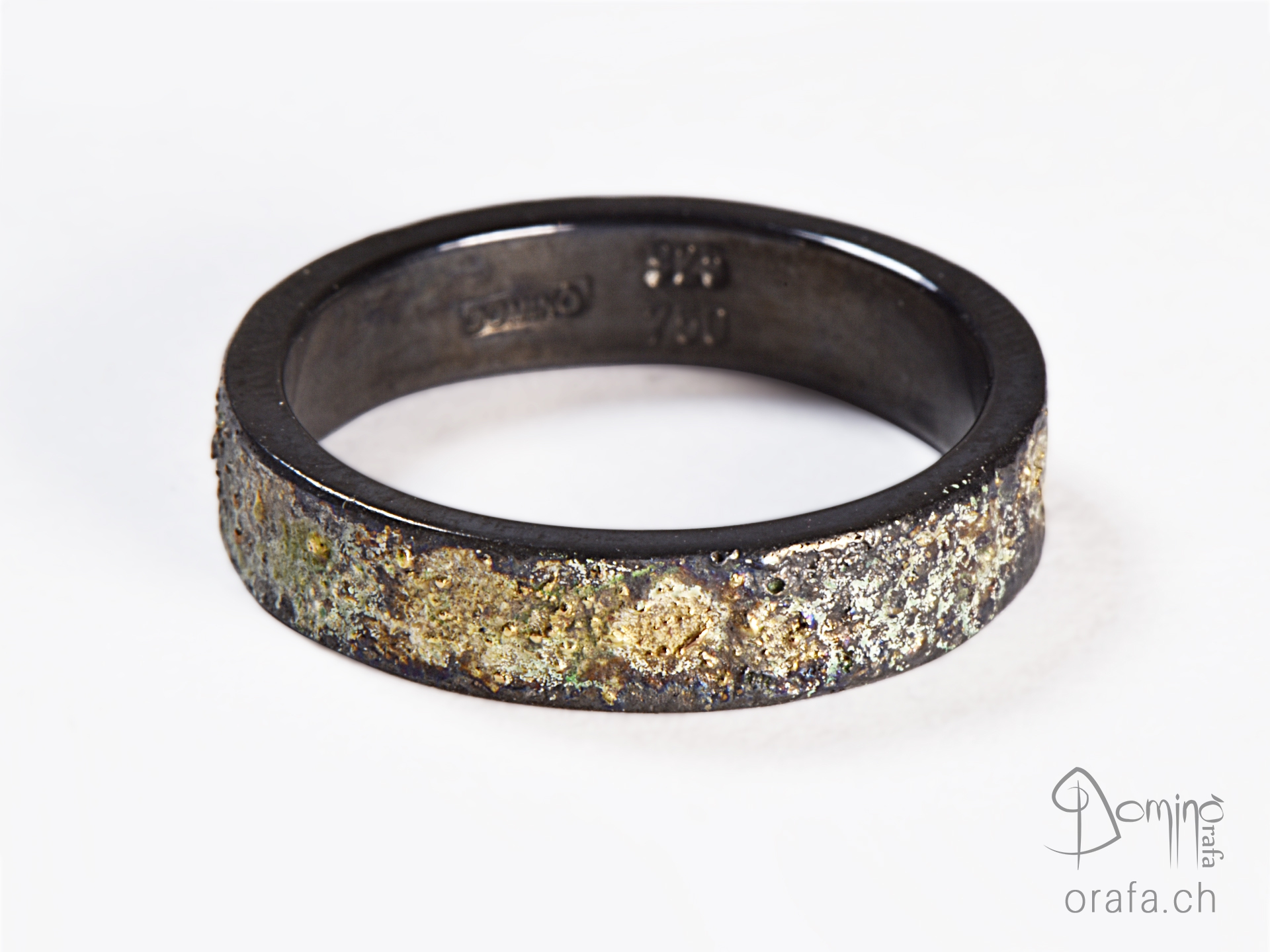Oxidized silver ring and yellow gold