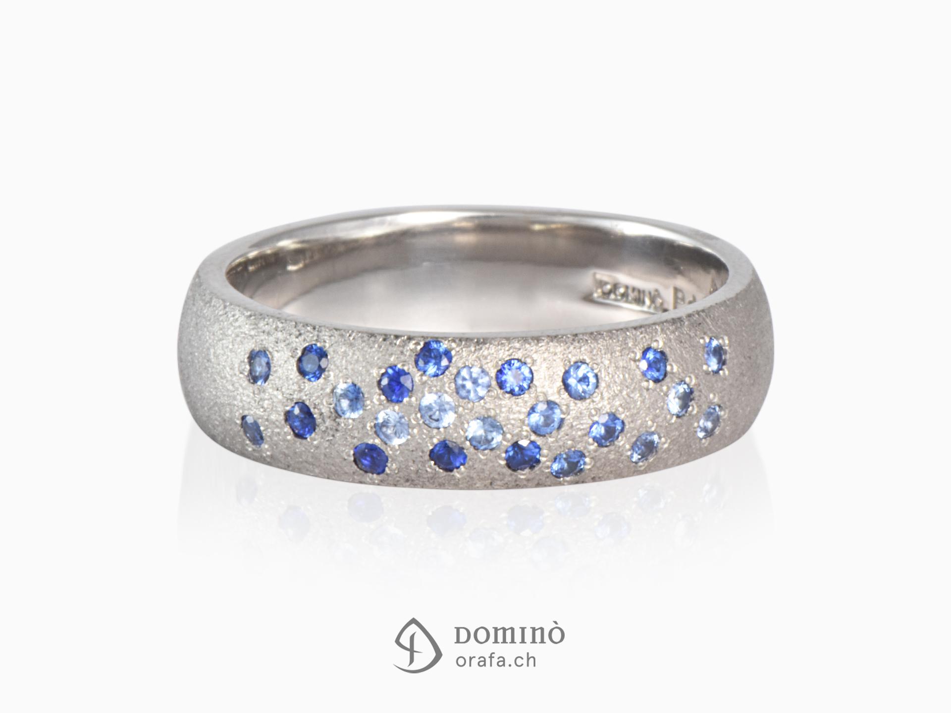 Anello Sabbiato con zaffiri blu