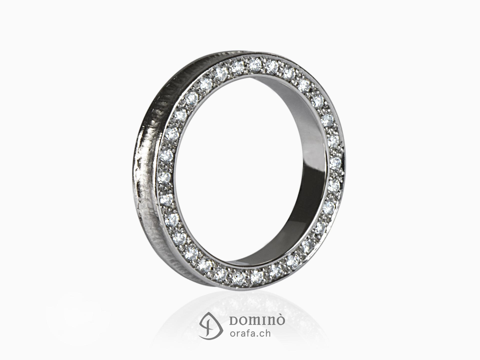 Anello conca con diamanti