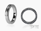 Conca ring with black diamonds on the edge