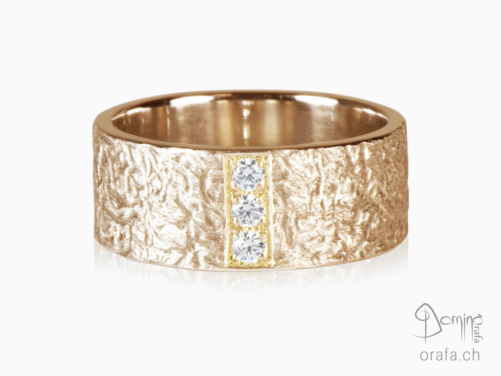 Corteccia ring with diamonds