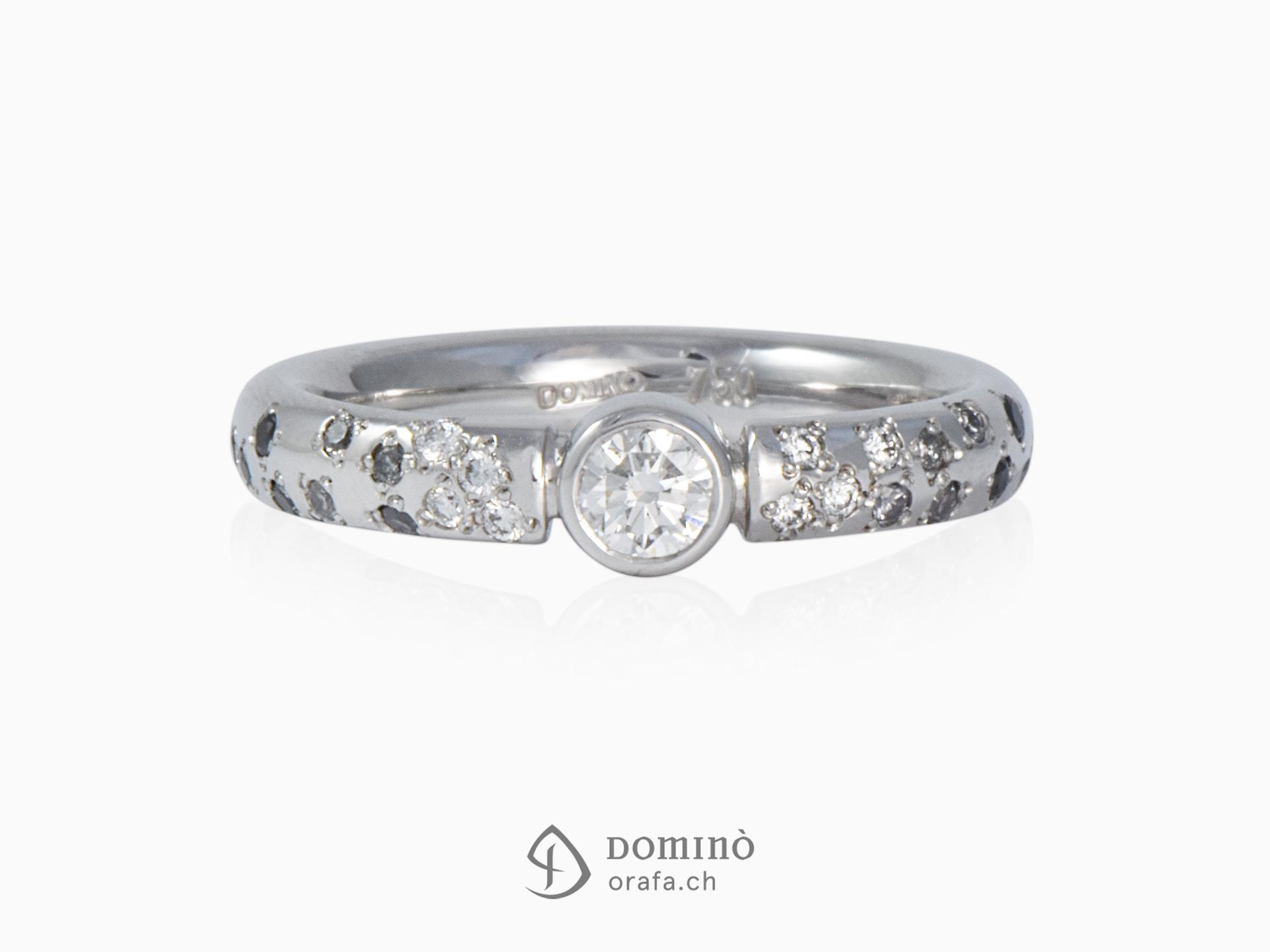 Anello con diamanti incolore, grigi e neri