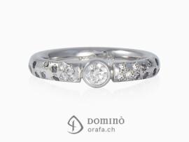 anello-diamante-centrale-0,25ct-diamanti-incolore-neri-grigi-gambo-oro-bianco