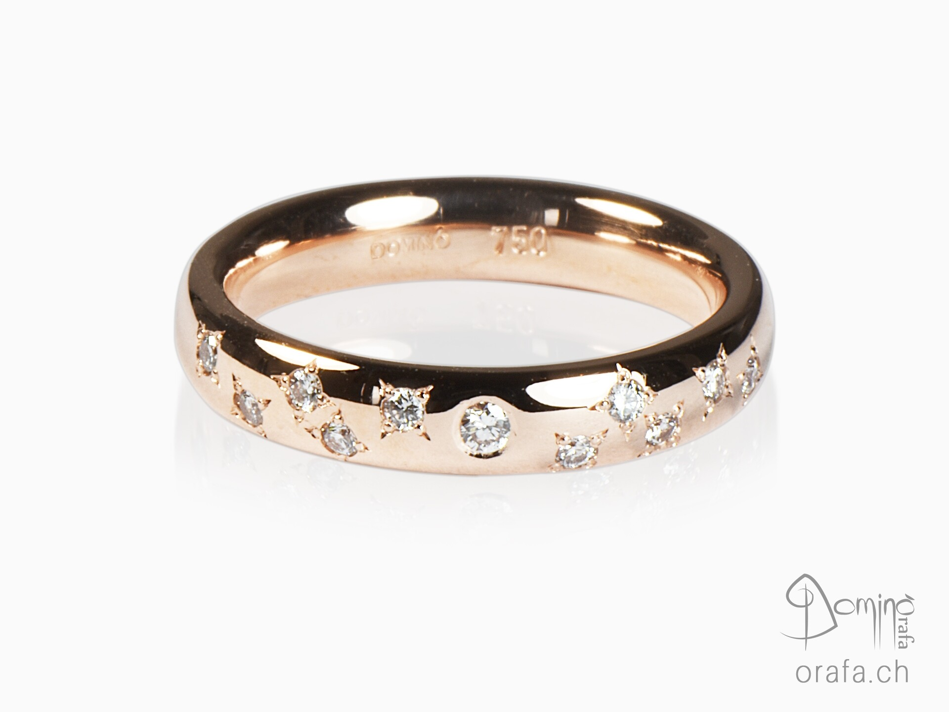 Central diamond and Stars diamonds ring