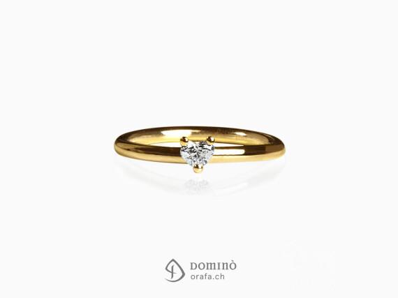 anello-diamante-cuore-piccolo-oro-giallo