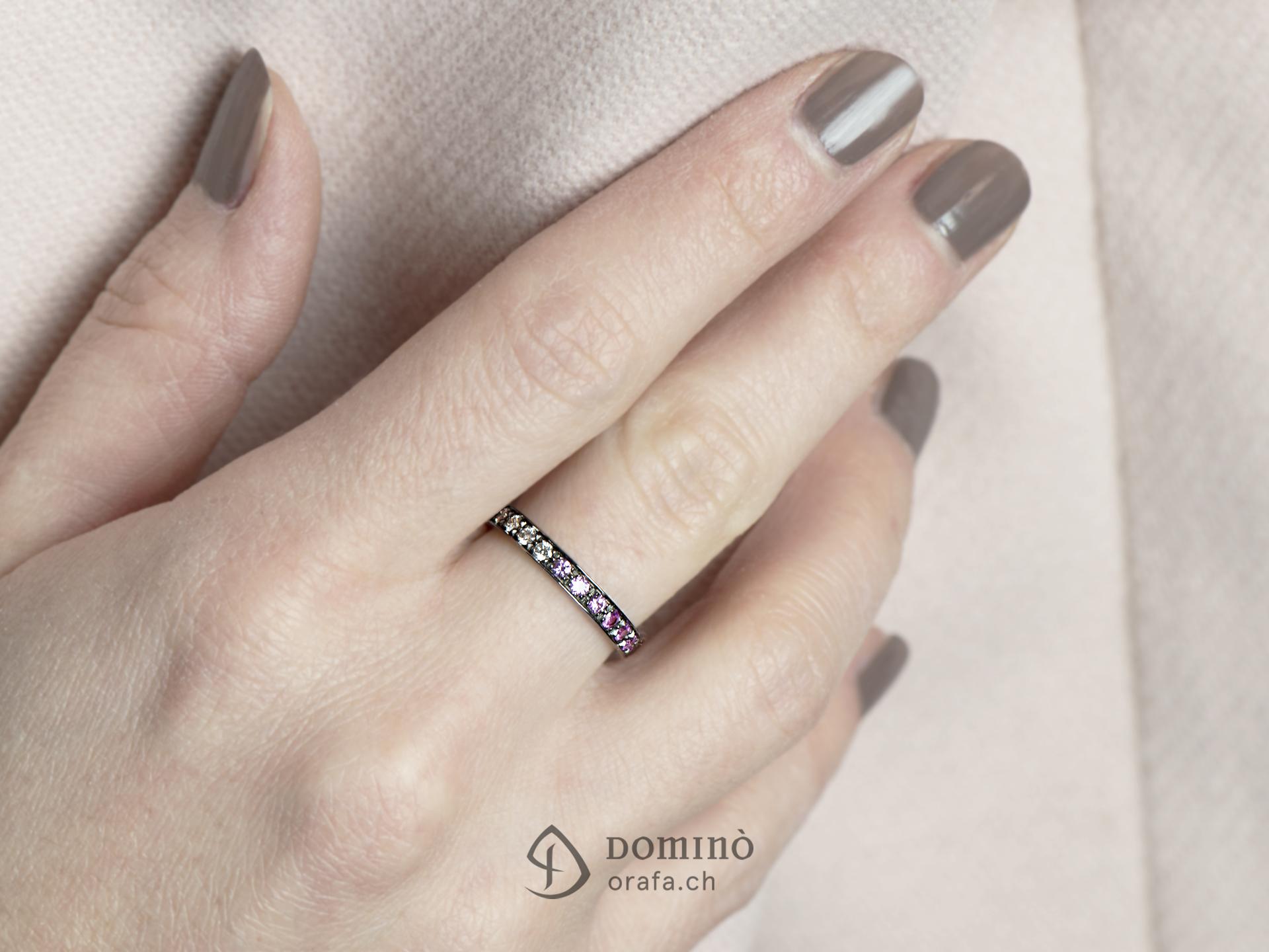 anello-diamanti-sfumatura-zaffiri-rosa-rodiato-nero-3
