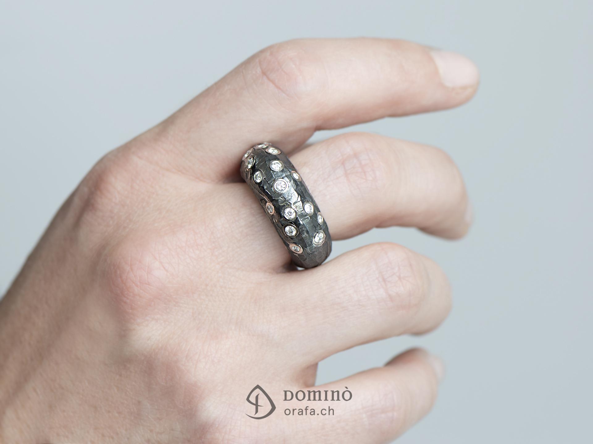 anello-ferro-prezioso-alto-diamanti-1
