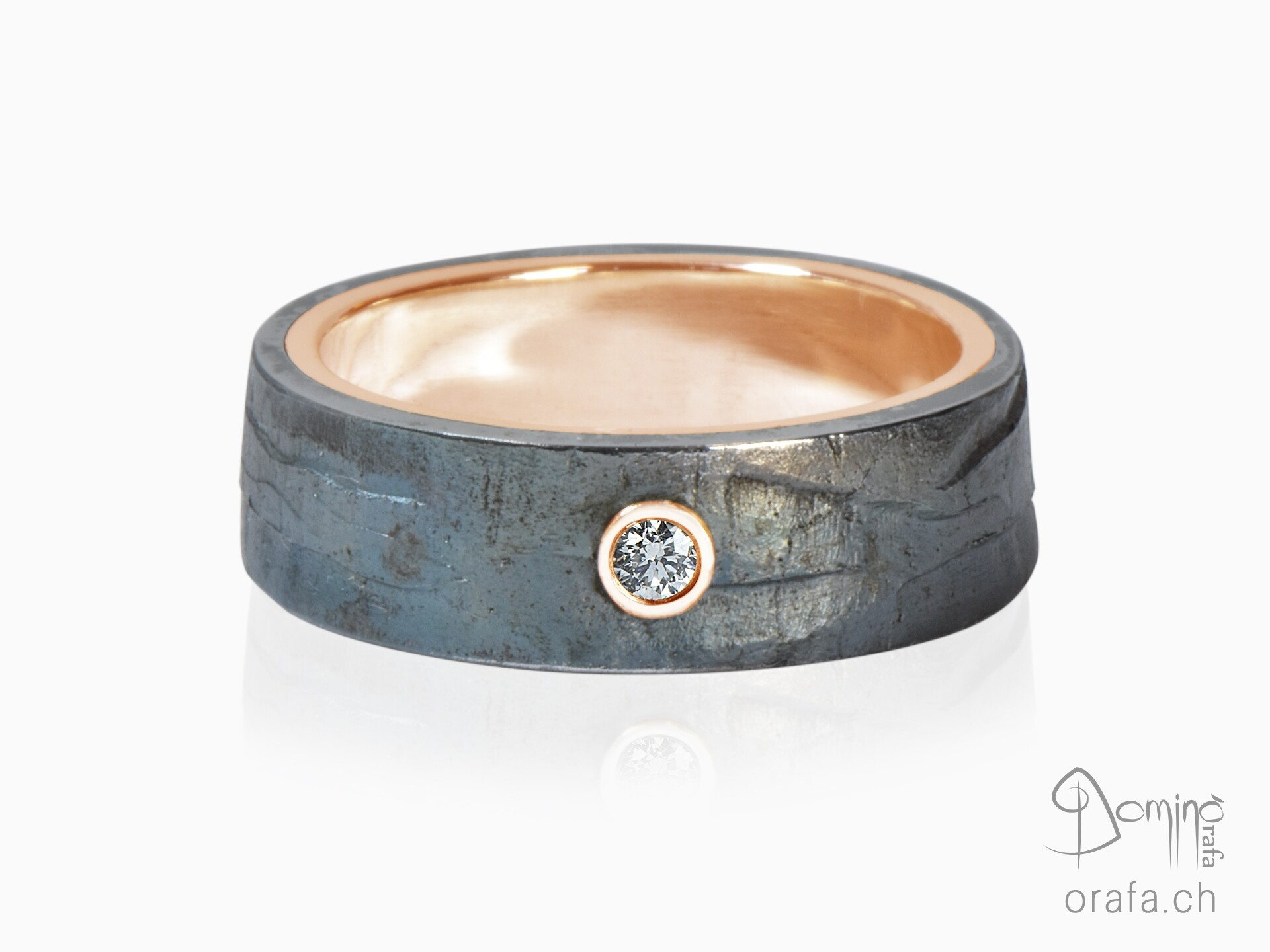 Precious Iron ring with diamond