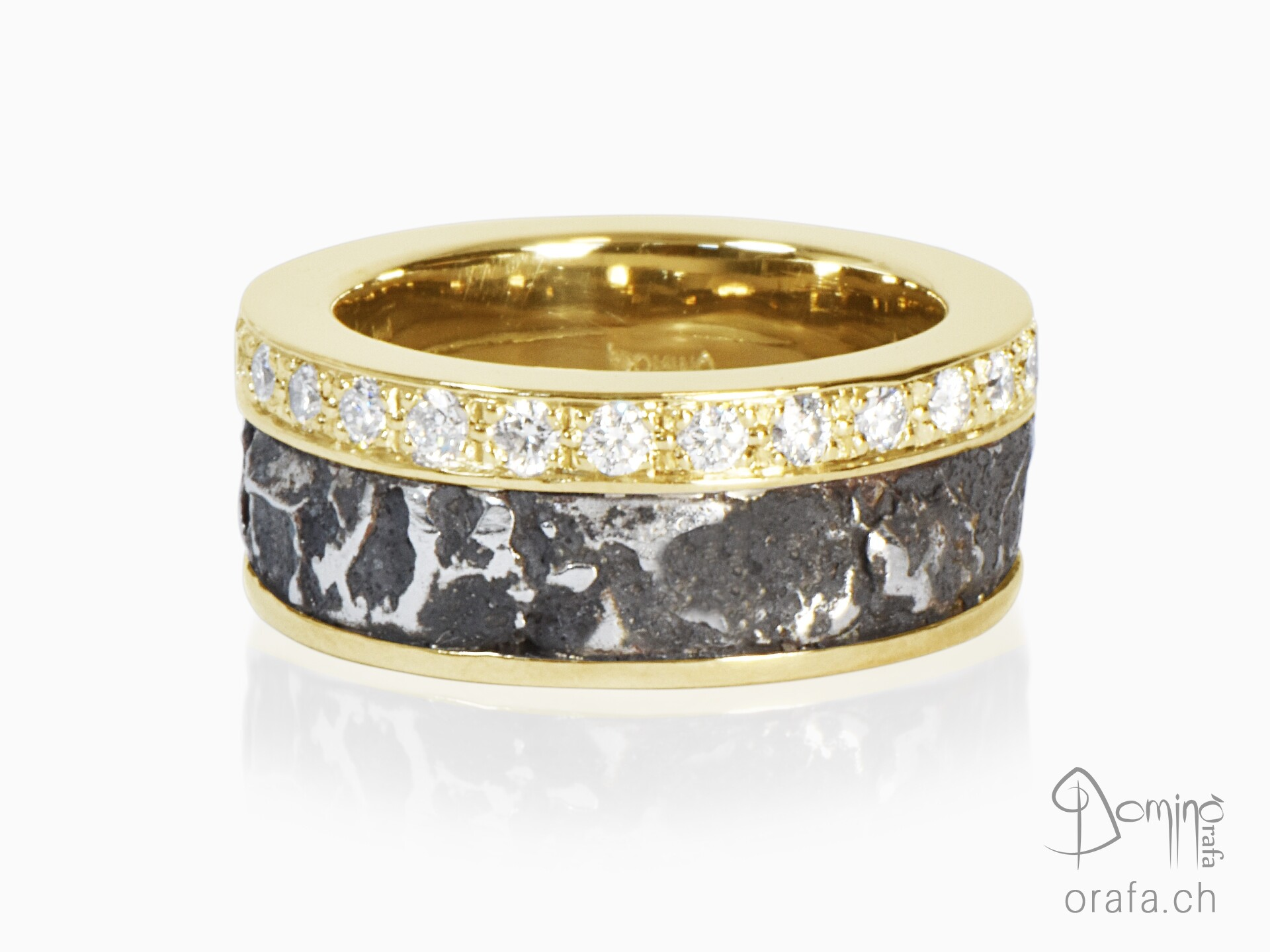 Ferro prezioso ring with diamonds