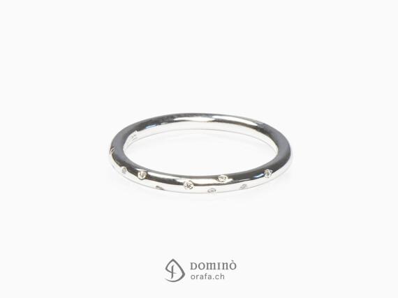 anello-filo-rotondo-diamanti-oro-bianco