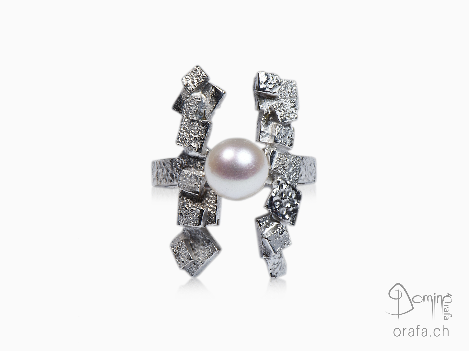 Frammenti ring with pearl