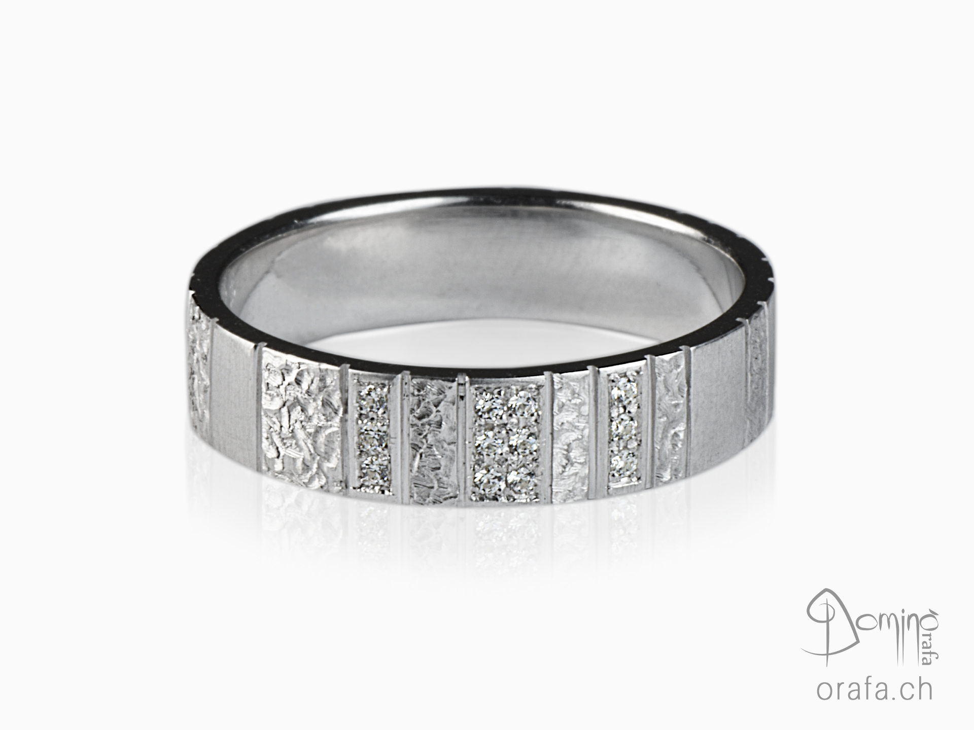 Vertical Work ring with diamonds