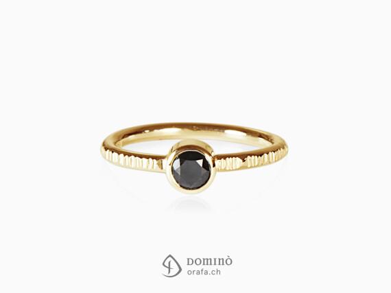 anello-linee-diamante-nero0,46ct-oro-giallo