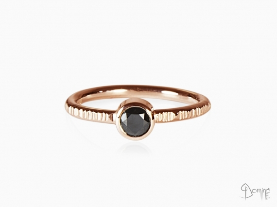 anello-linee-diamante-nero0,46ct-oro-rosso