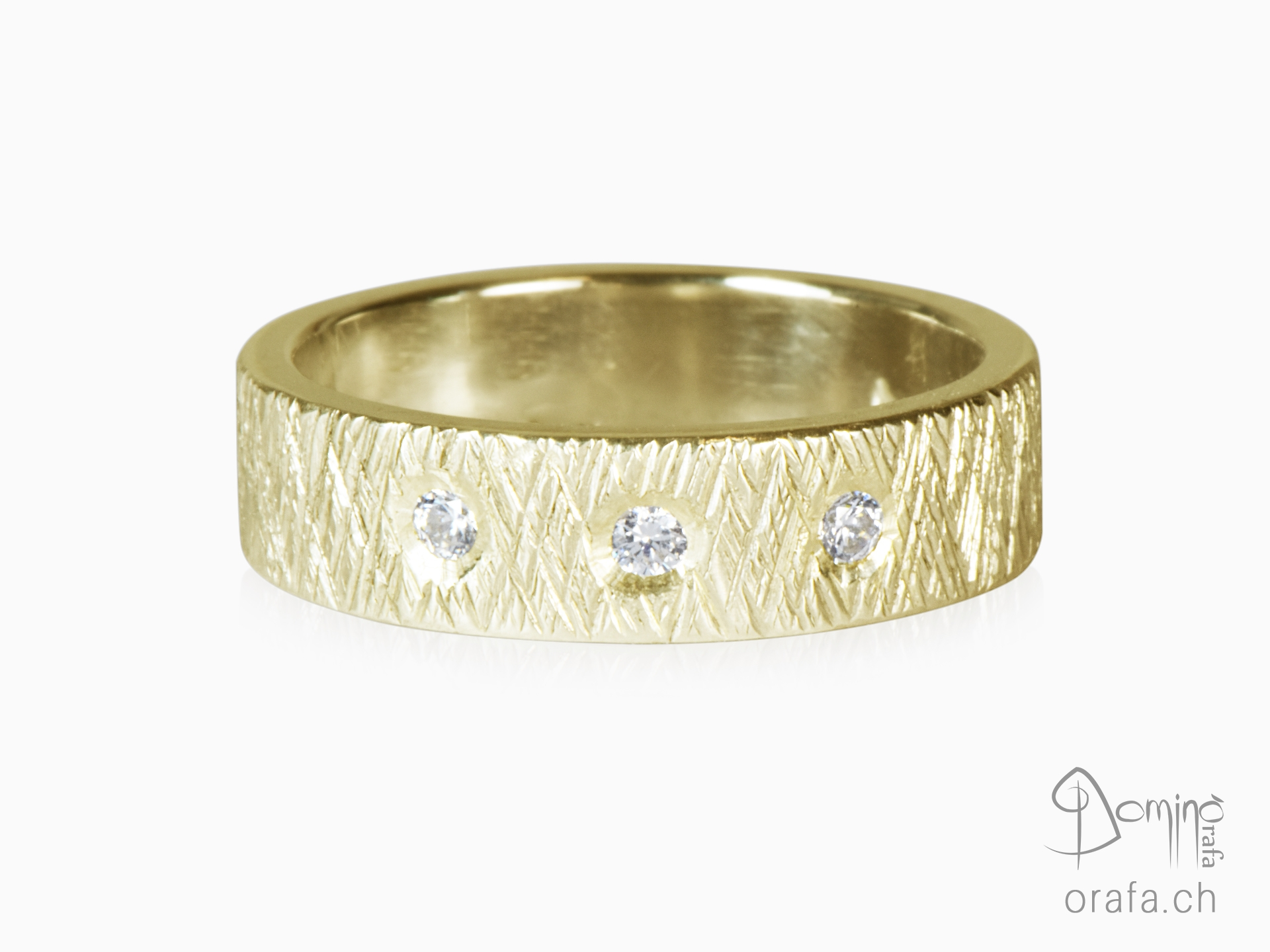Crossed Linee ring with diamonds