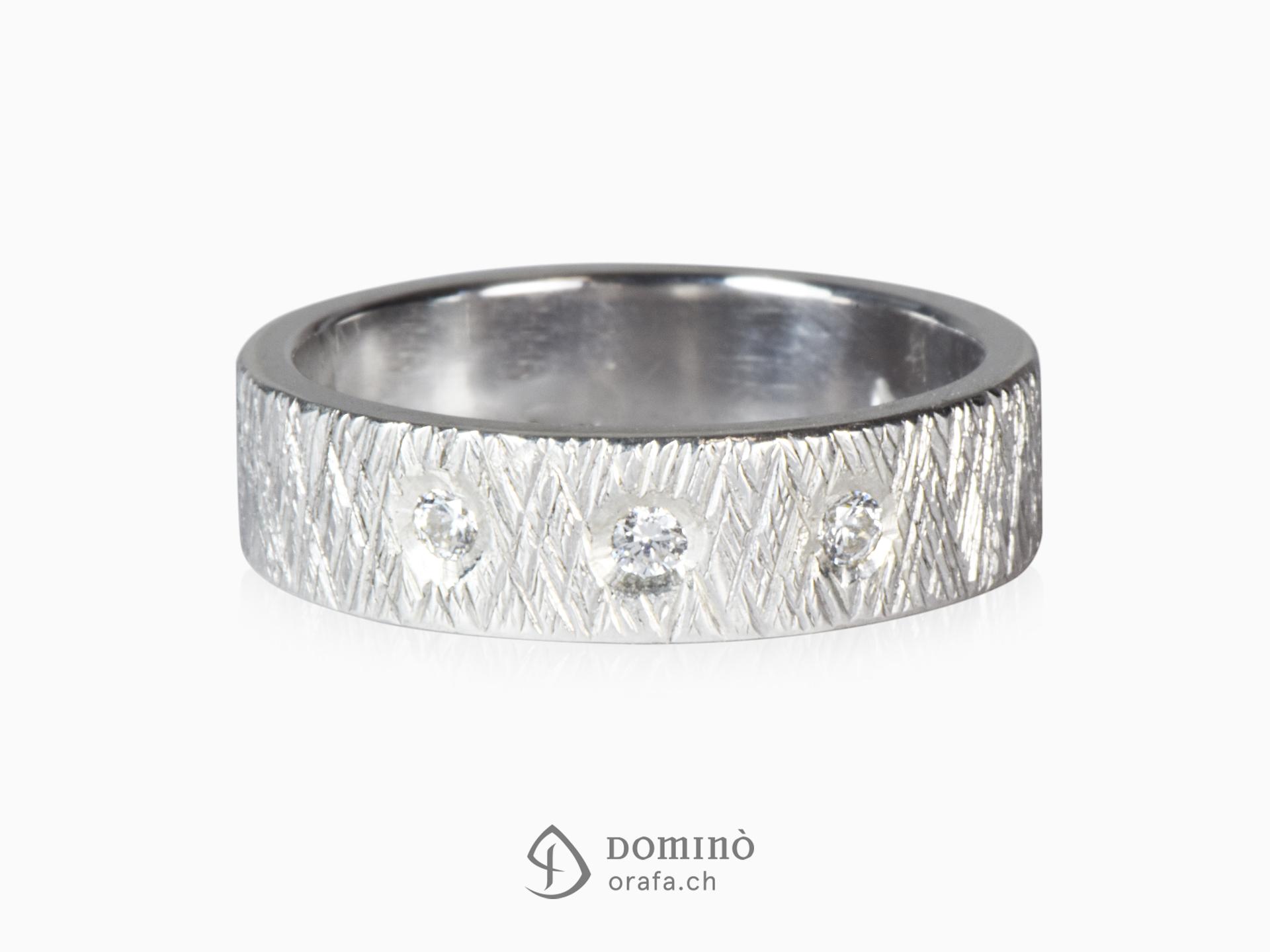 Anello Linee incrociate con diamanti