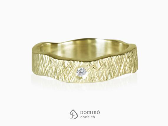 anello-linee-incrociate-irregolare-diamante-oro-giallo