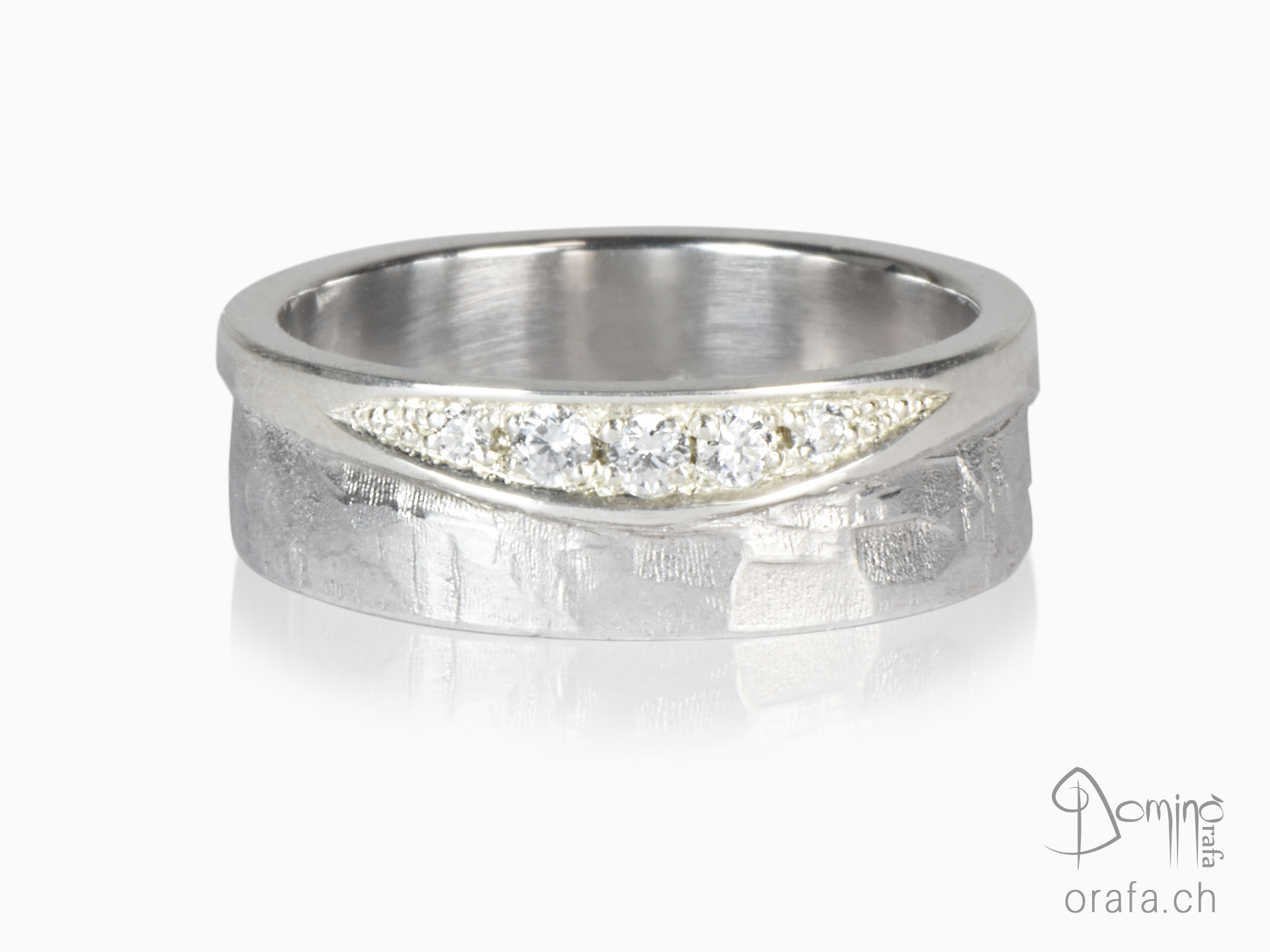 Sentiero/ polished ring with diamonds