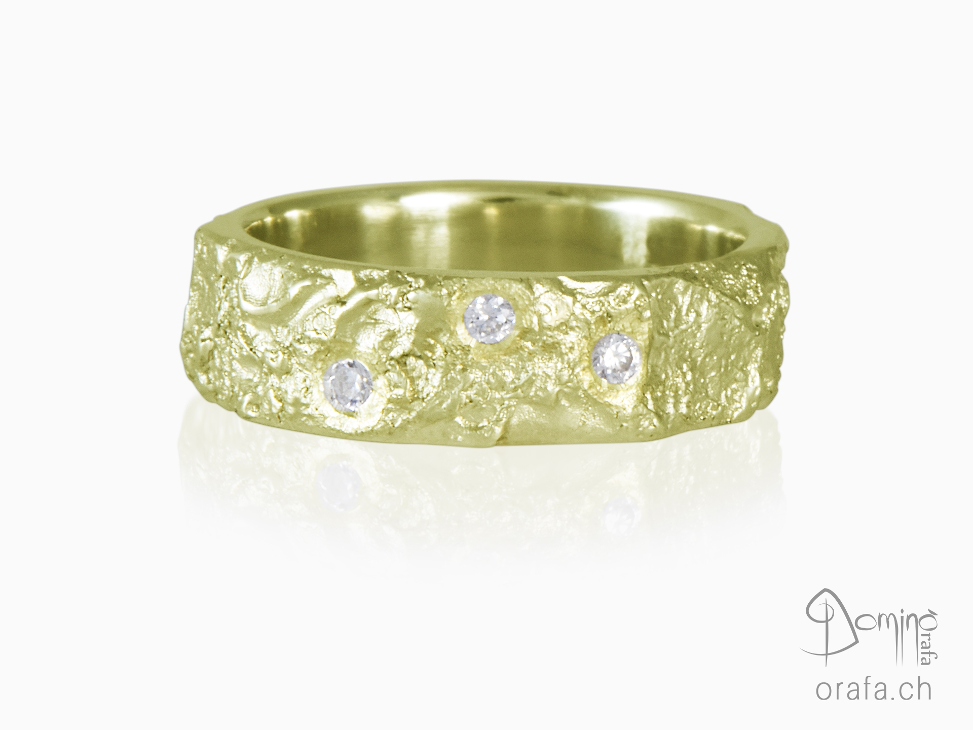 Oceano ring with diamonds