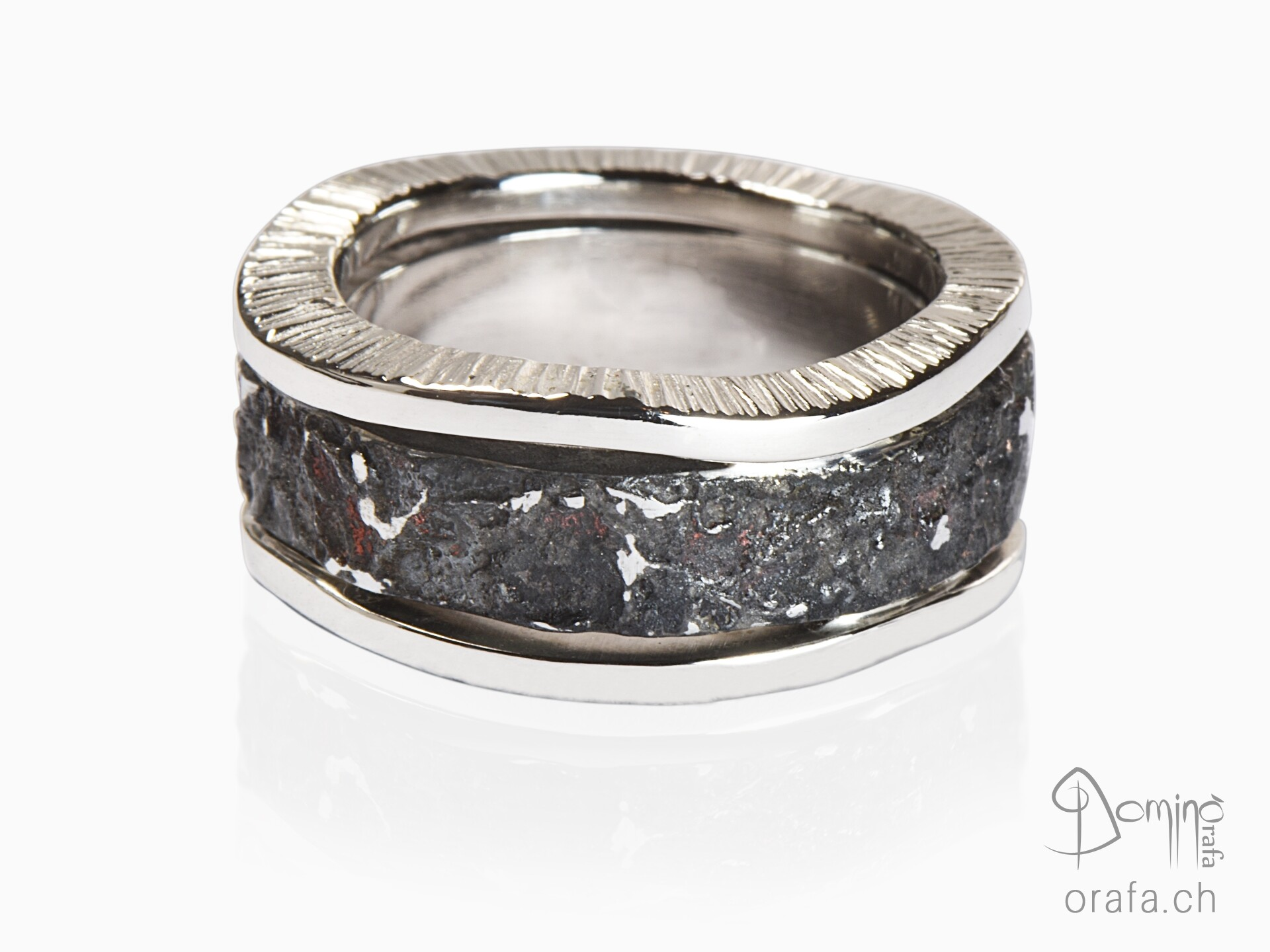Ferro Prezioso ring with irregular edge