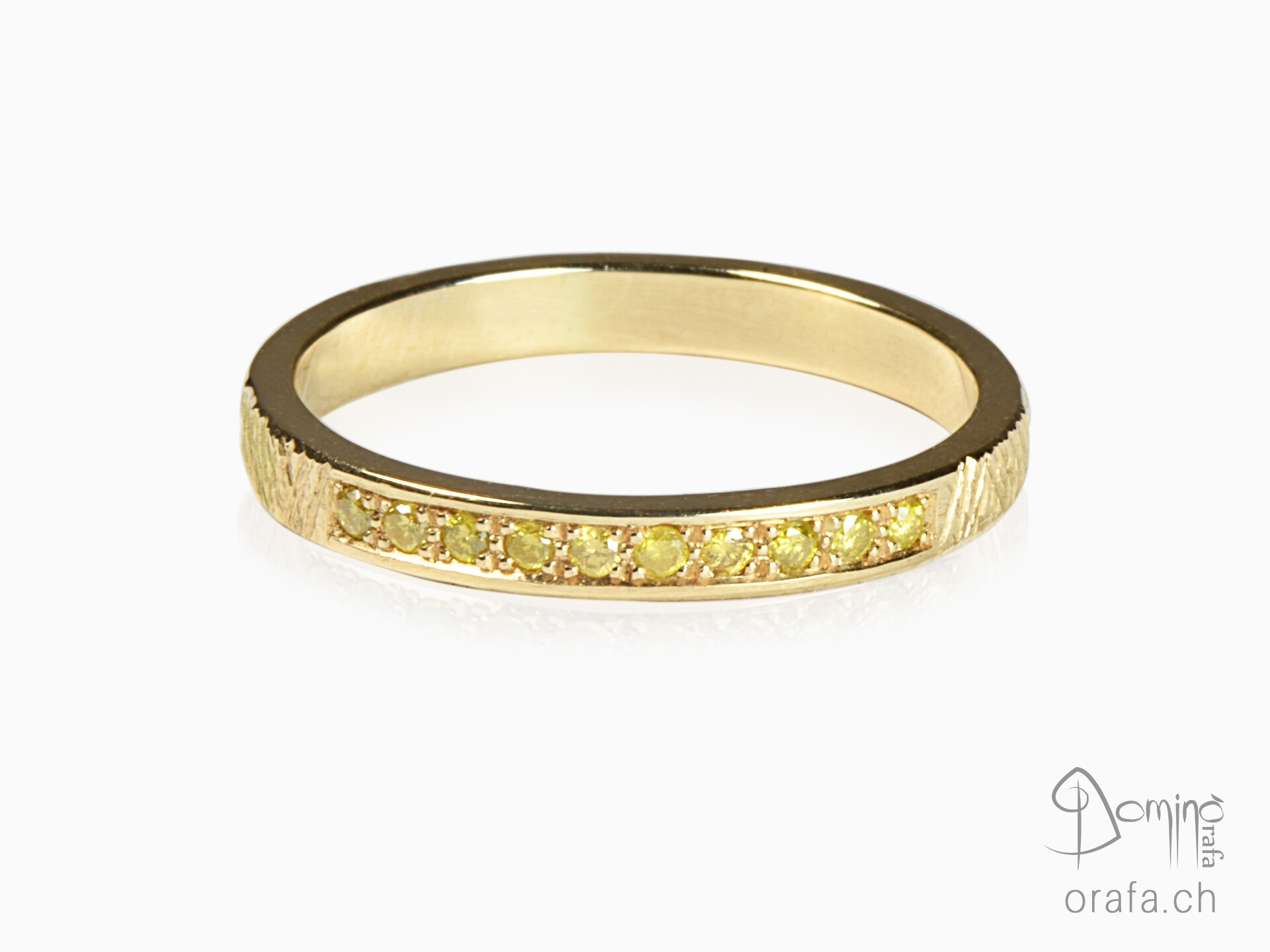 Yellow gold ring with yellow diamonds