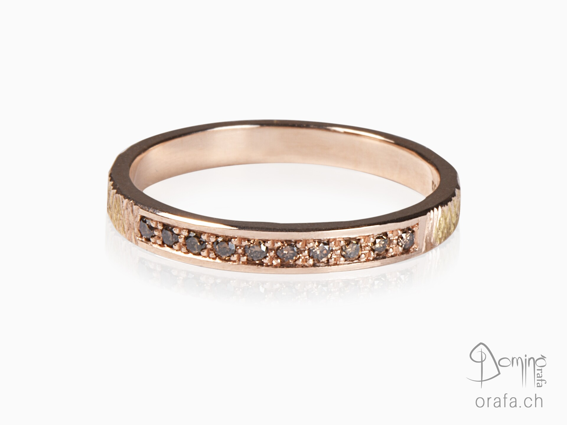 Red gold ring with brown diamonds