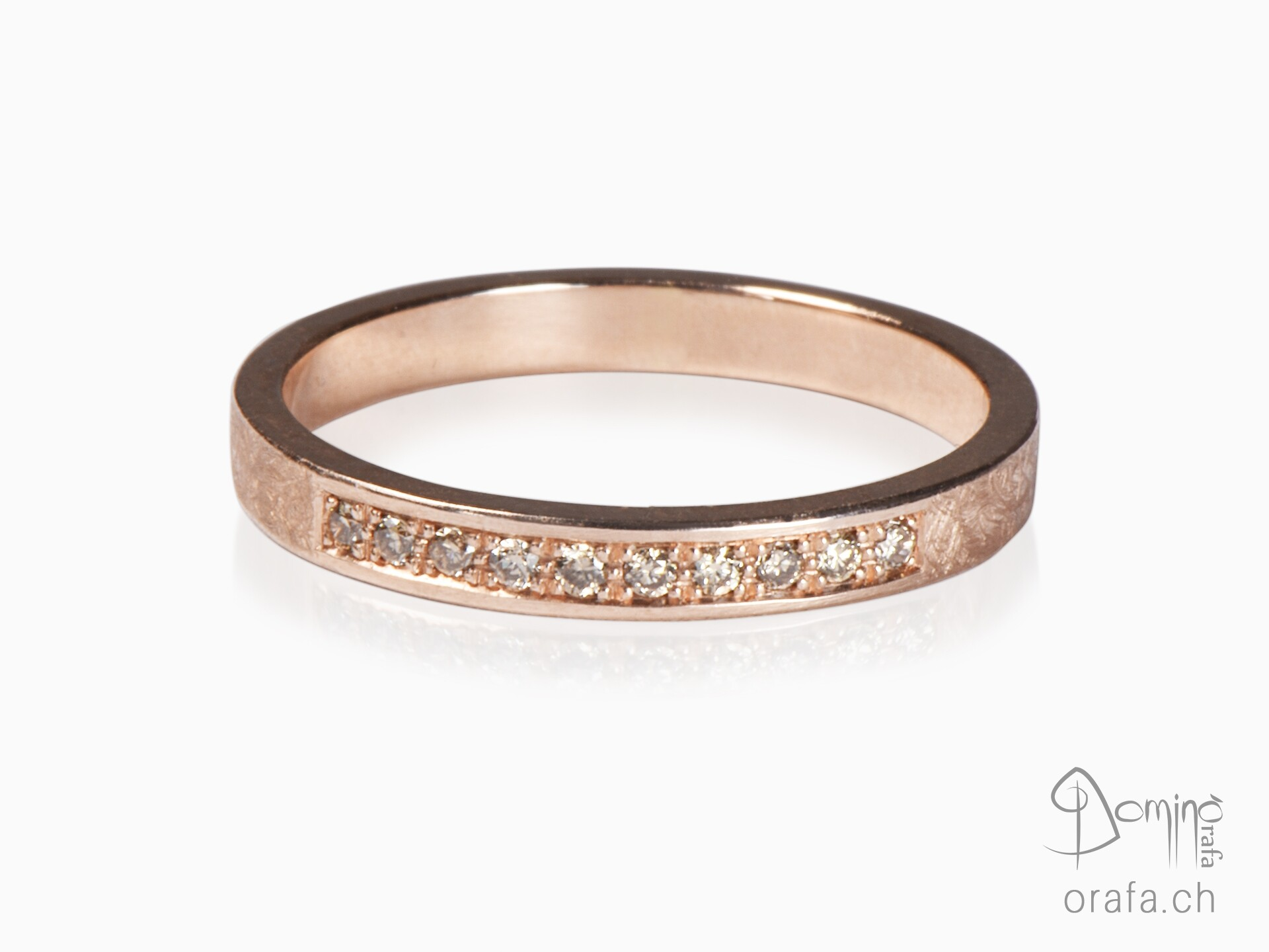 Red gold ring with 10 cognac diamonds