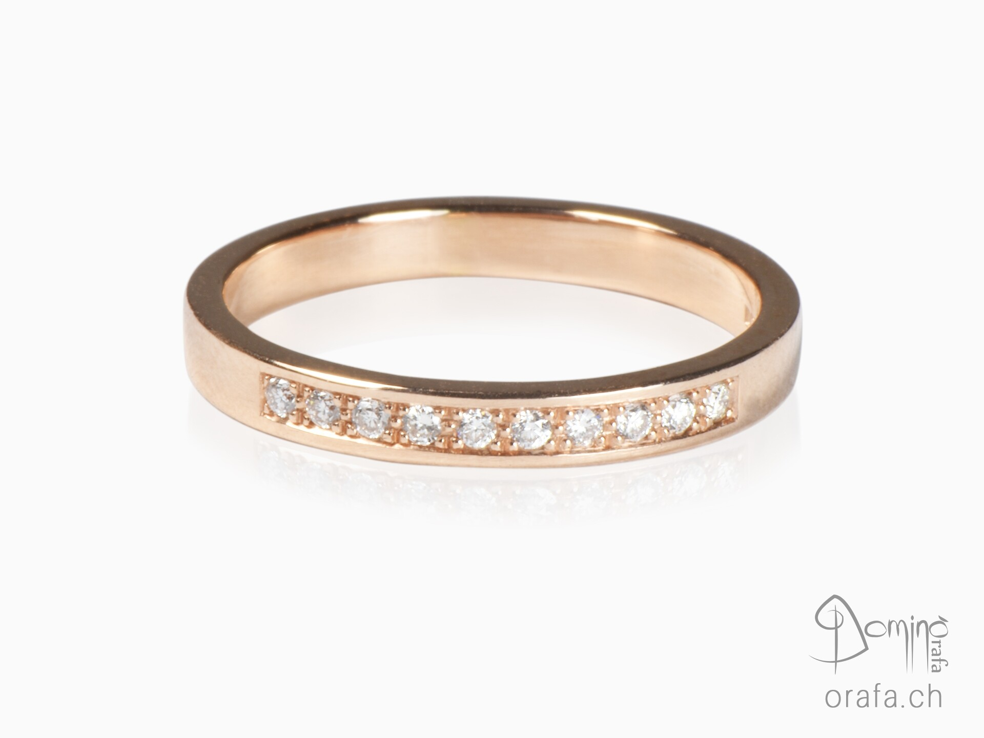 Red gold ring with 10 diamonds