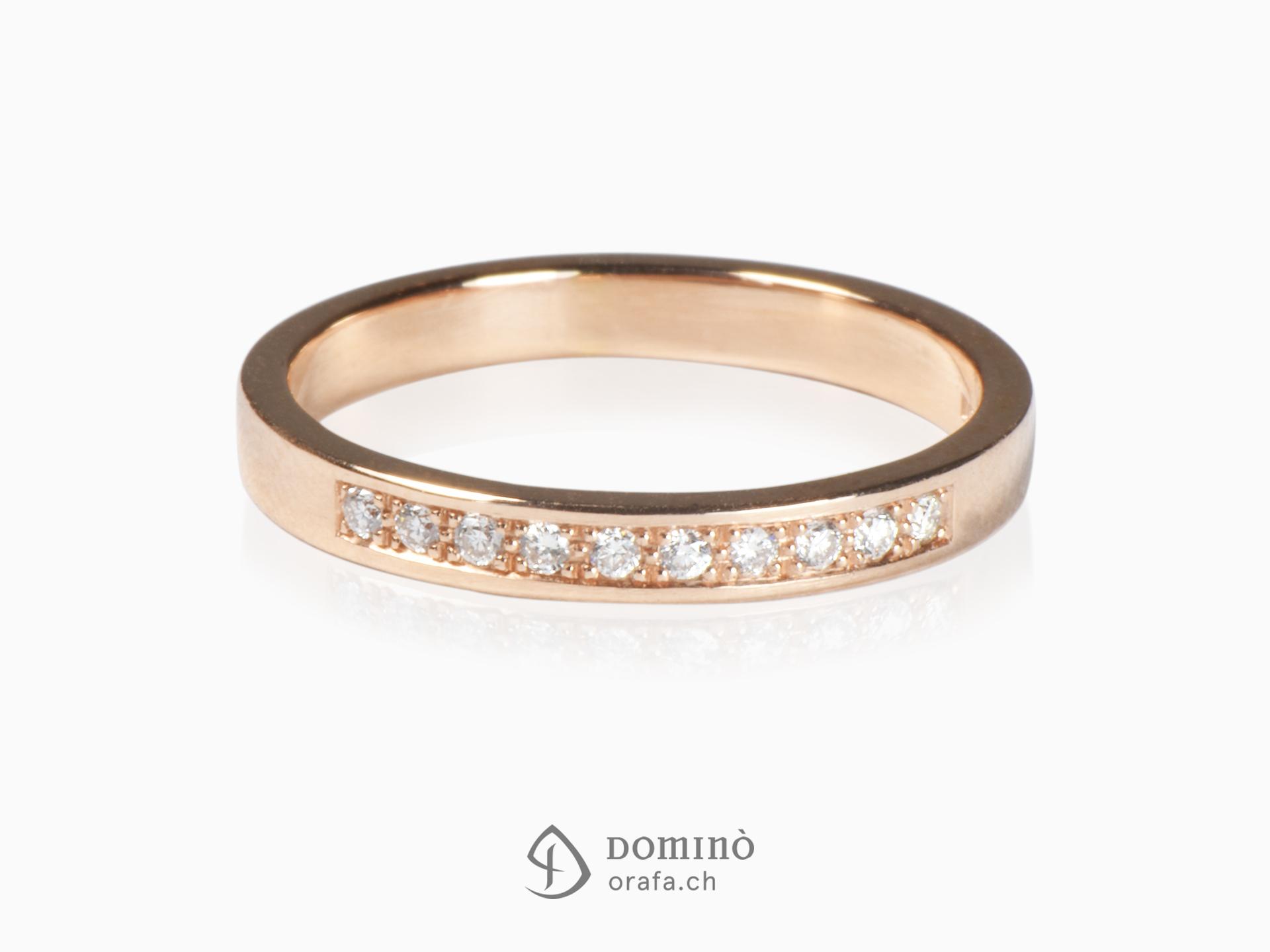 Anello in oro rosso con diamanti