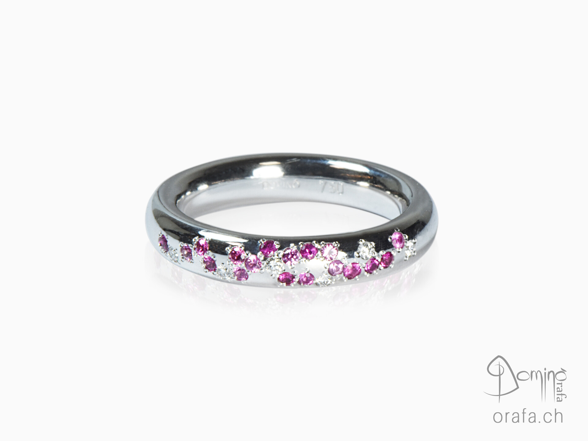 Ring with diamonds and rose sapphires