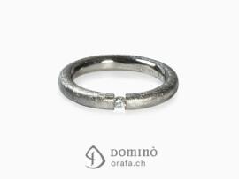 anello-profilo-rotondo-graffiato-diamante-oro-bianco