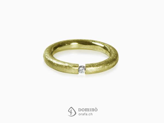 anello-profilo-rotondo-graffiato-diamante-oro-giallo