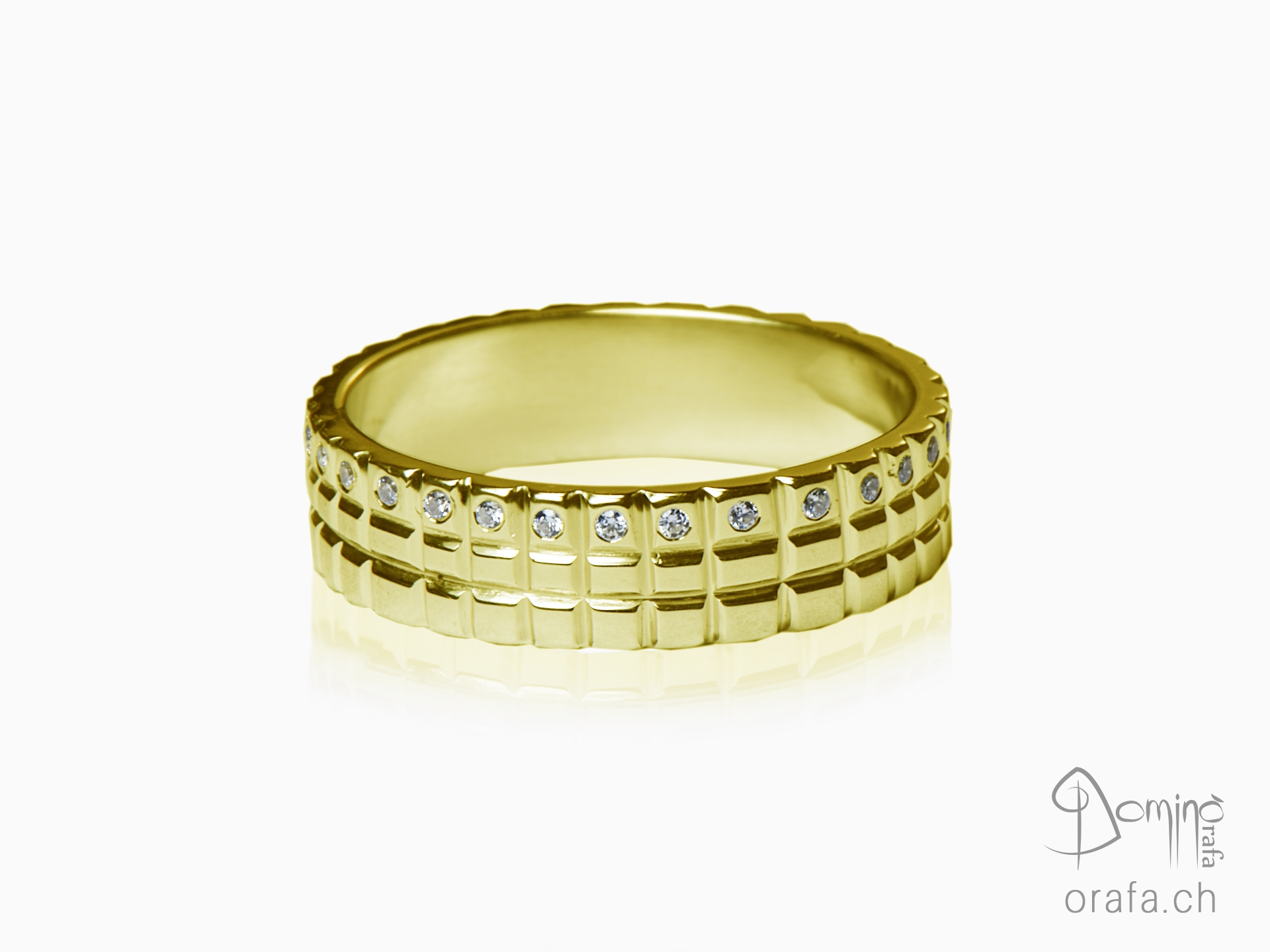 anello-quadrato-diamanti-oro-giallo