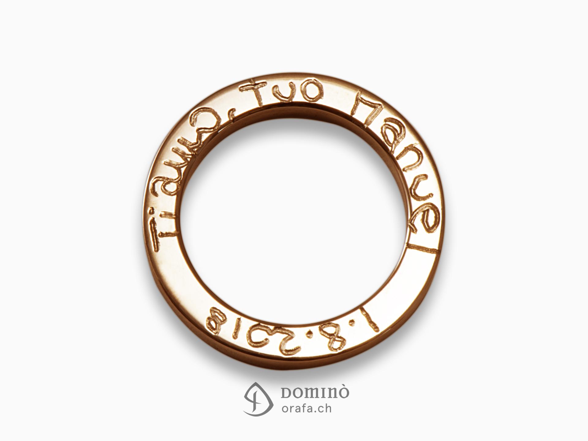 anello-quadrato-lucido-incisione-bordo-oro-rosso