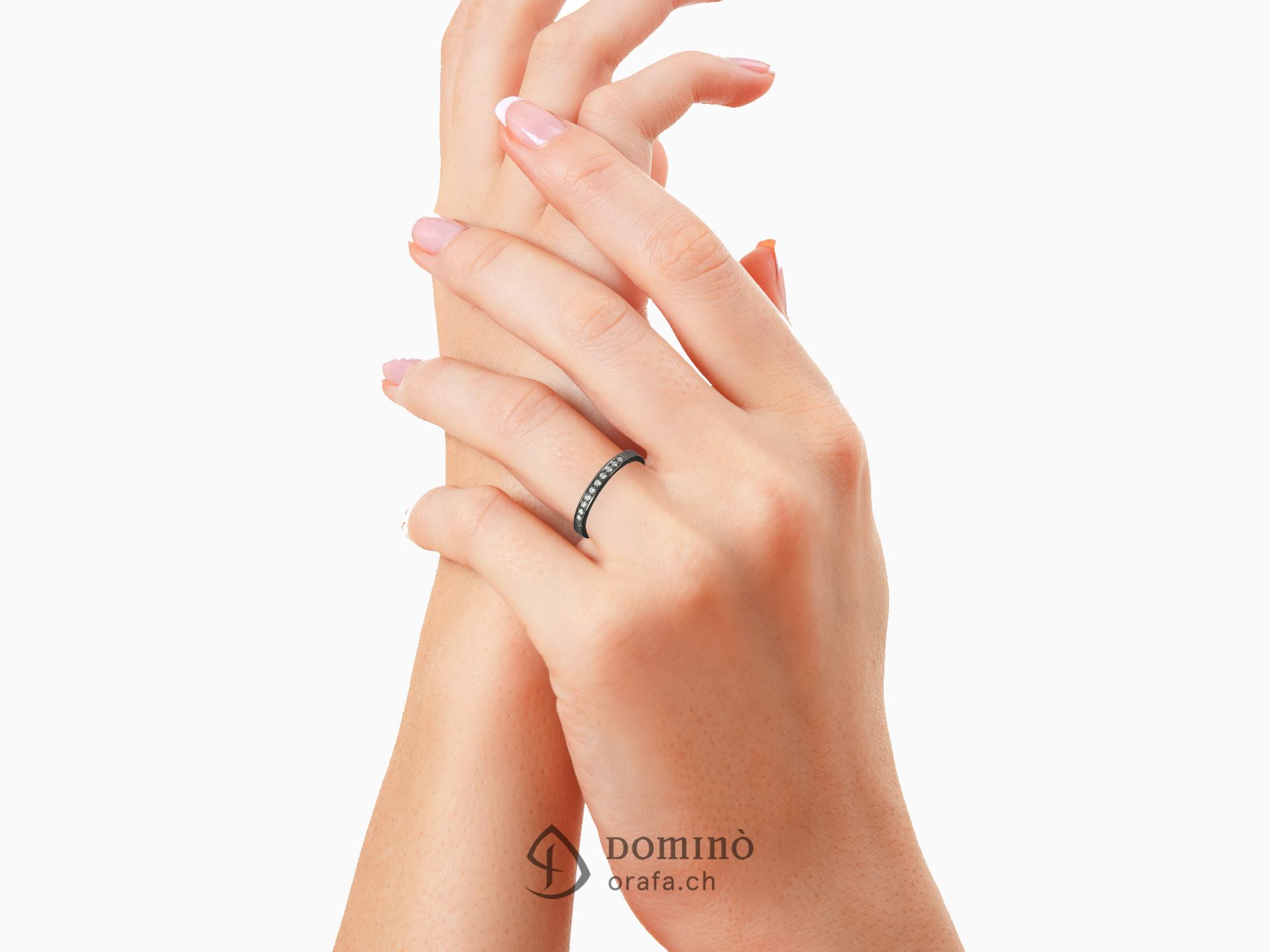 Anello rodiato nero con diamanti 1